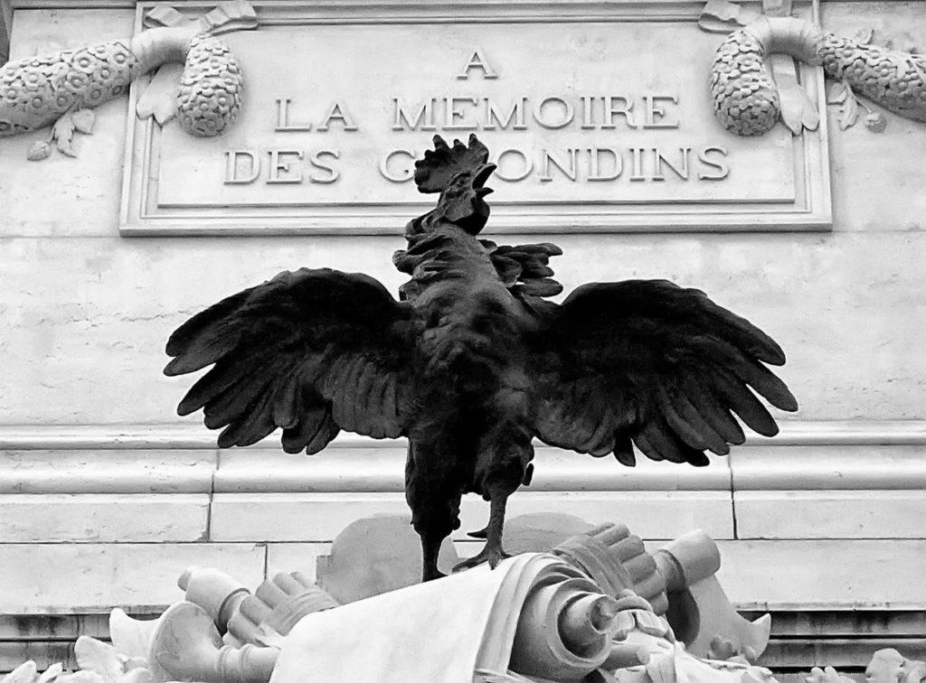Coq sur le monument aux morts des girondins à Bordeaux
